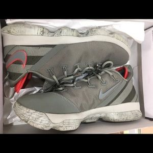 Lebron XIV Low basketball sneakers sz 8 nike nba